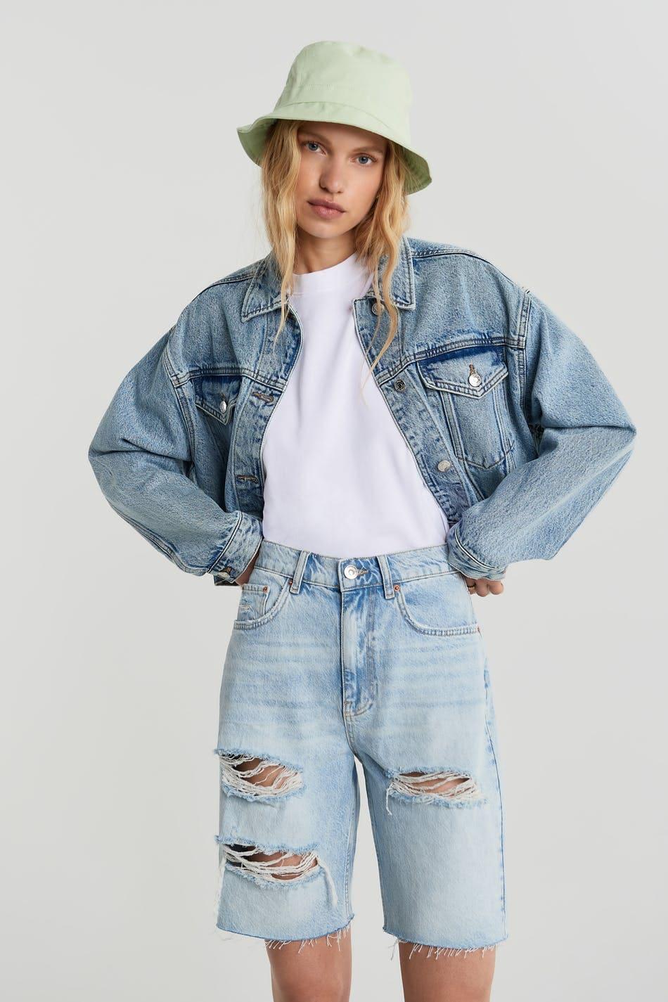 Långa jeansshorts med slitna detaljer för dam 2021