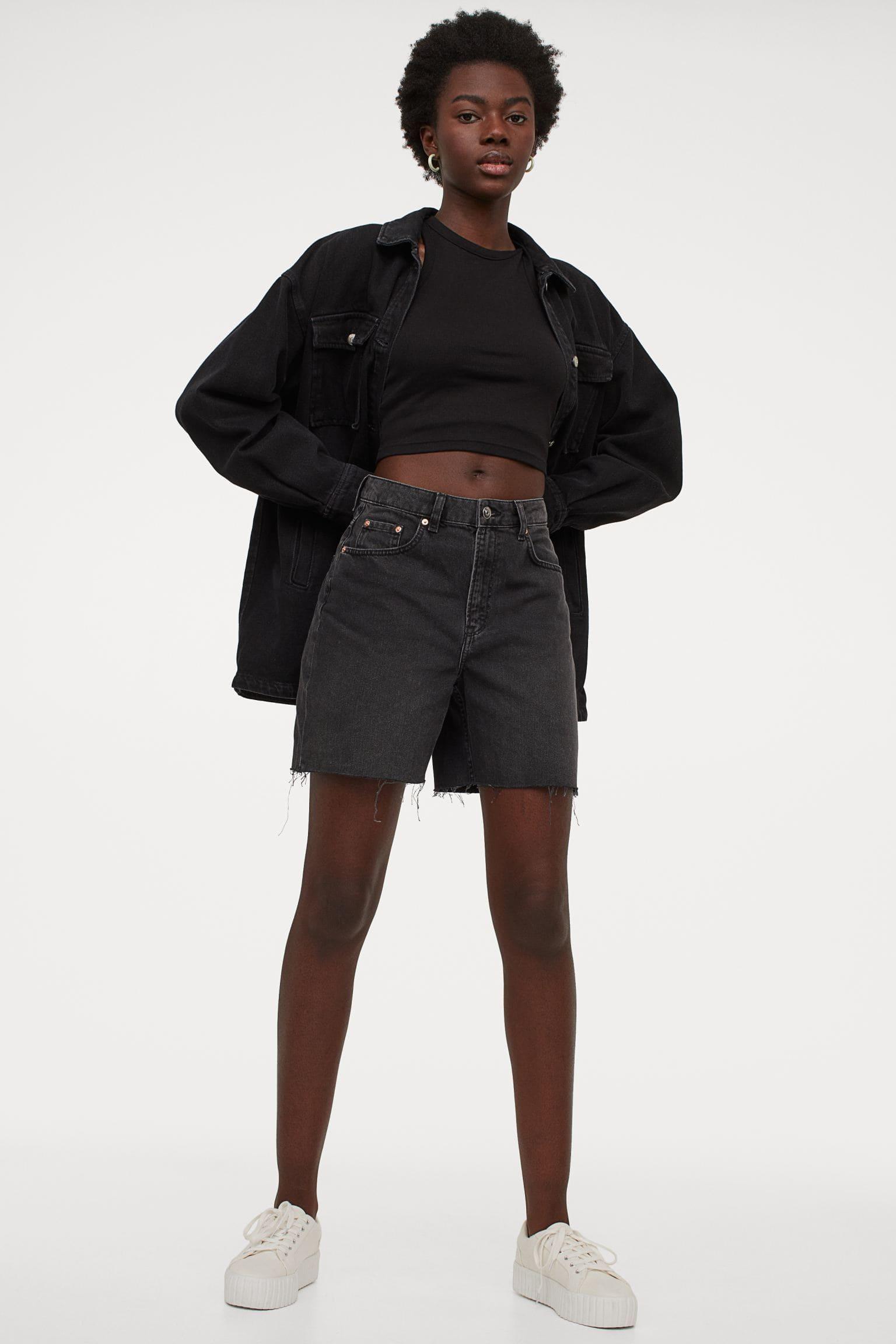Bermuda shorts i svart denim för dam 2021