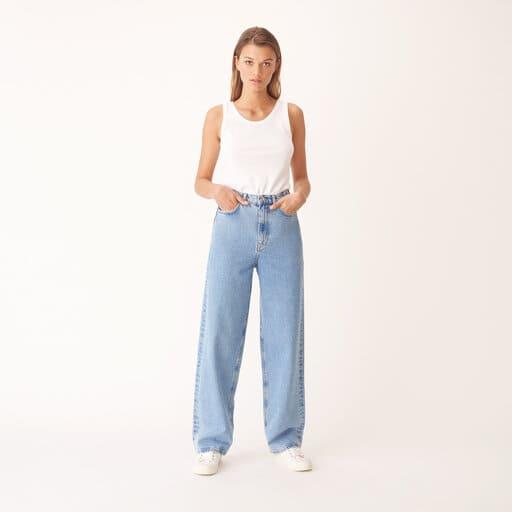 Jeans i barrelmodell med vida ben och i hållbar bomull