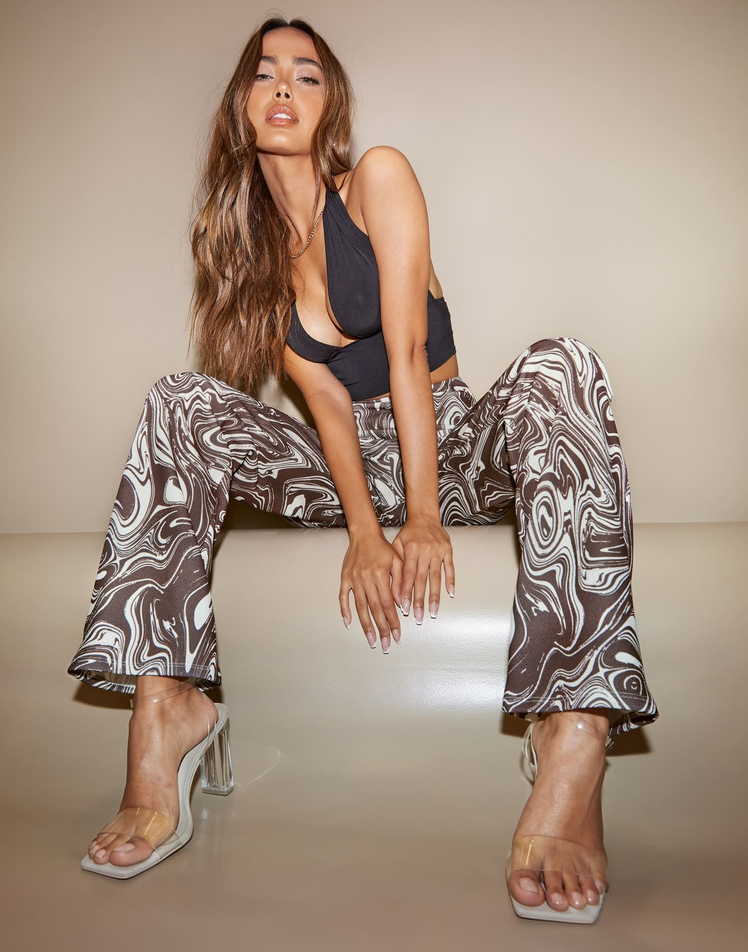 Stretchiga, raka byxor med mönster