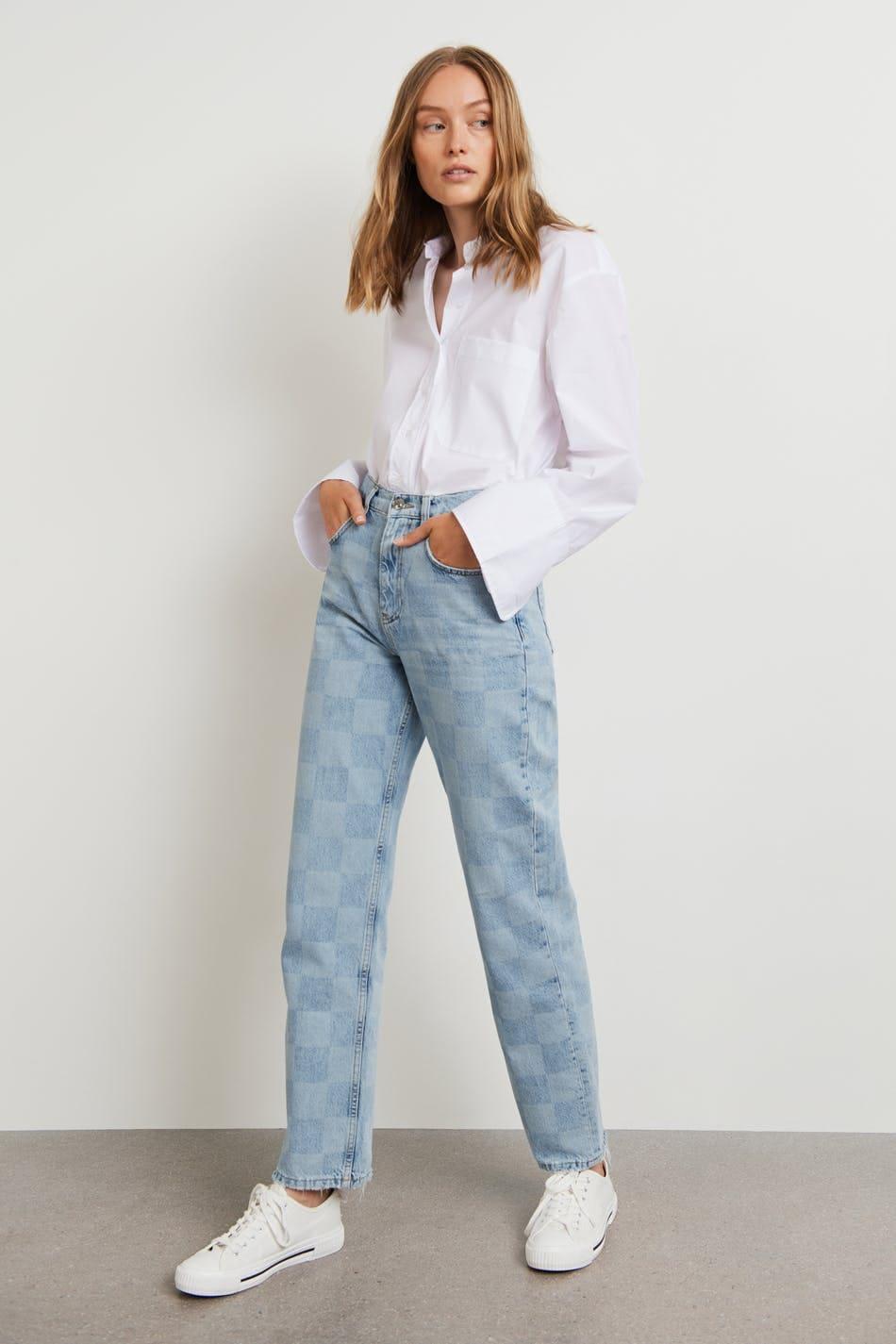 Jeans med rutigt mönster och normal passform