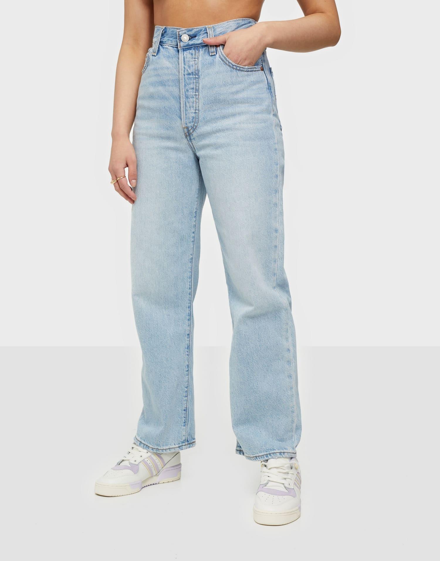 Ljusblå byxor i loose fit från Levi's.