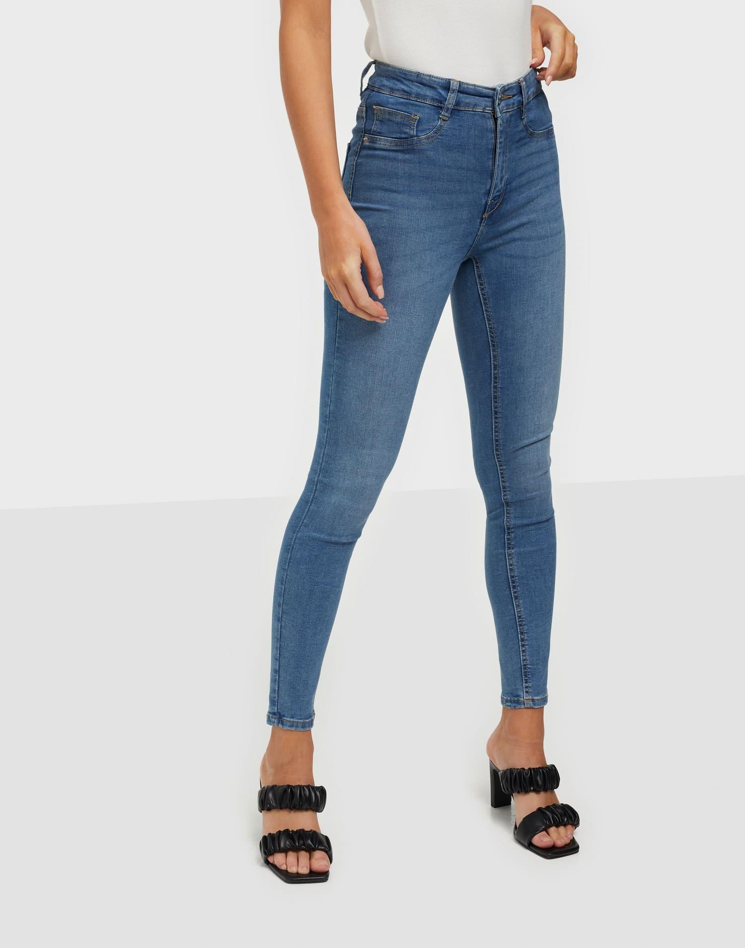 Klassiska tighta jeans från Gina Tricot.