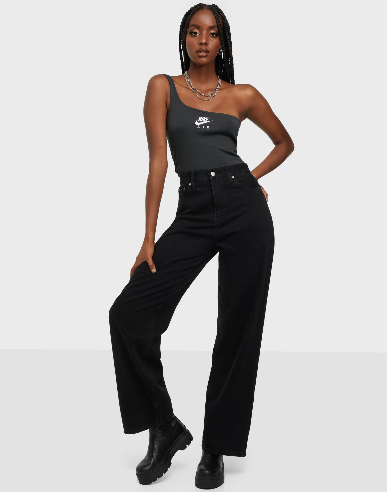 Raka vida jeans i svart från Caliv Klein.