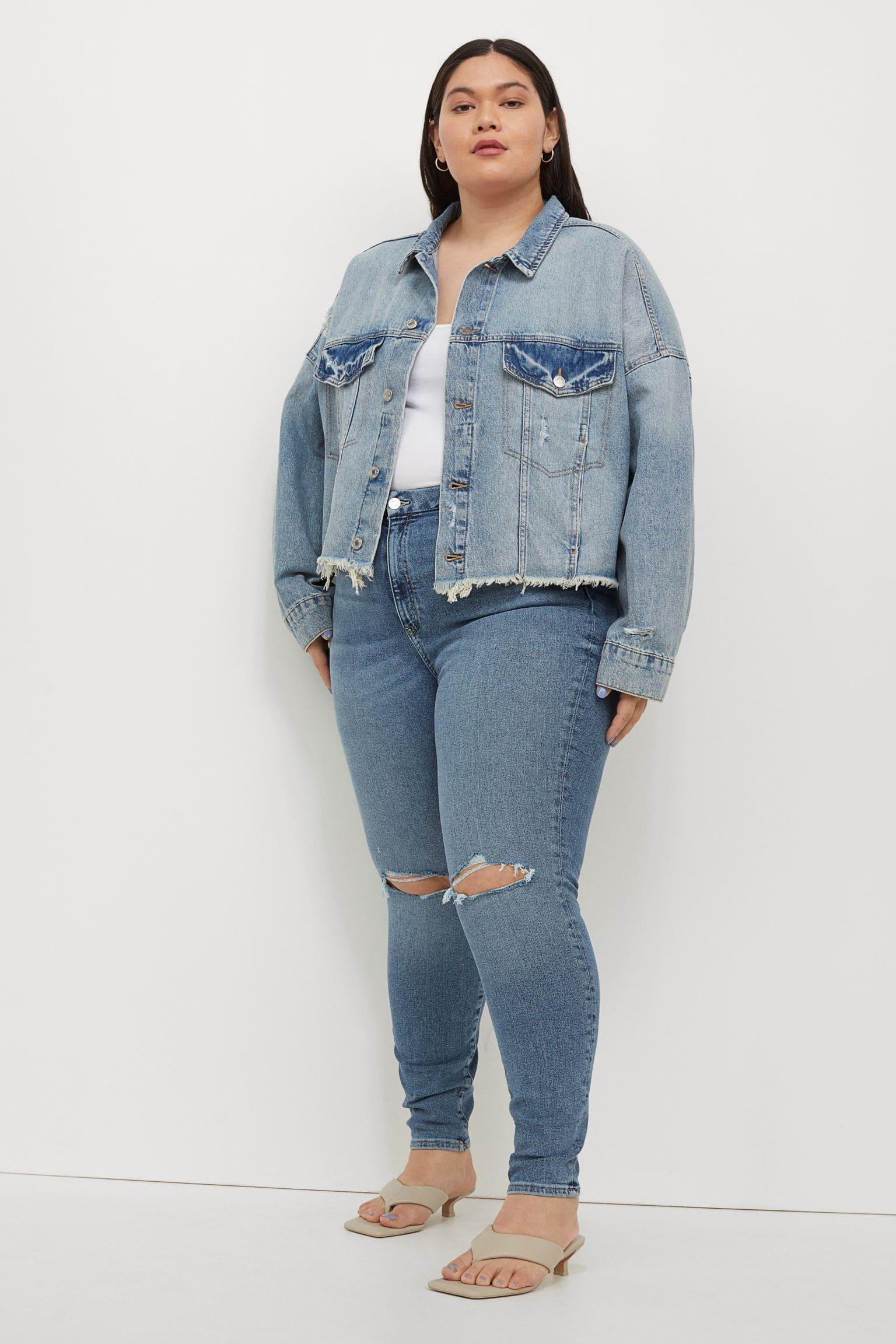 Stretchiga, tvättade denim jeans med hårt slitna detaljer.