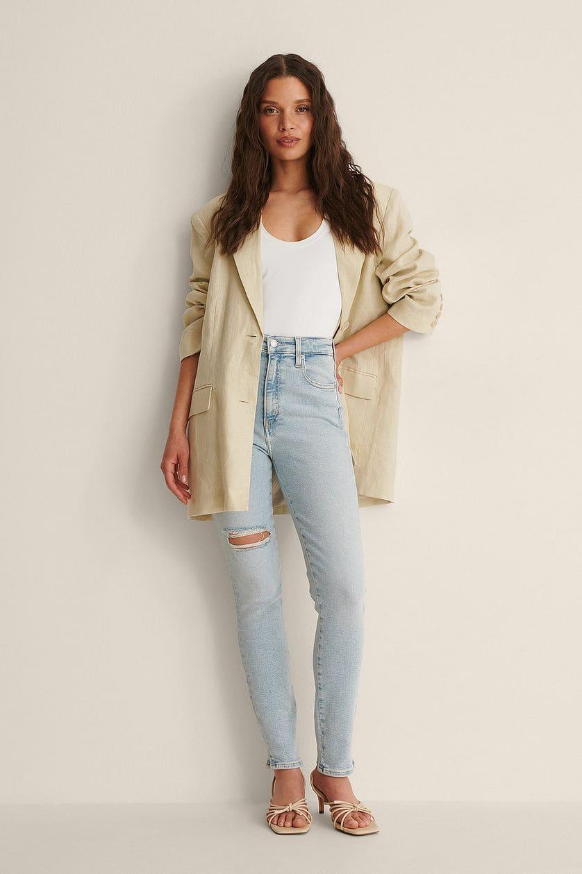 Ljusa jeans för dam med skinny fit och små ankelslitsar