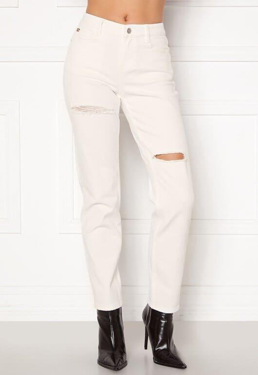 Vita jeans med slitningar framtill i straight leg modell