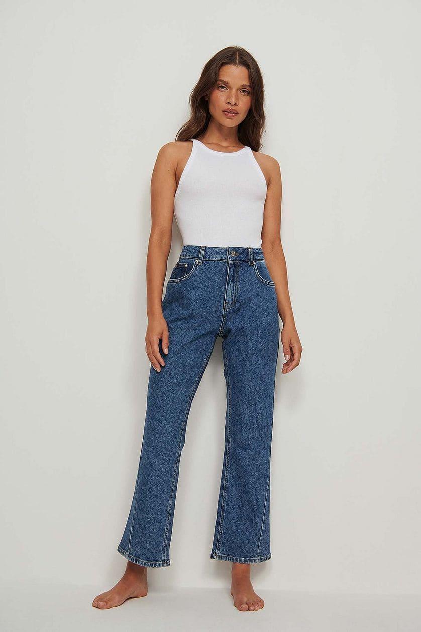Blå jeans i flare fit från NA-KD.