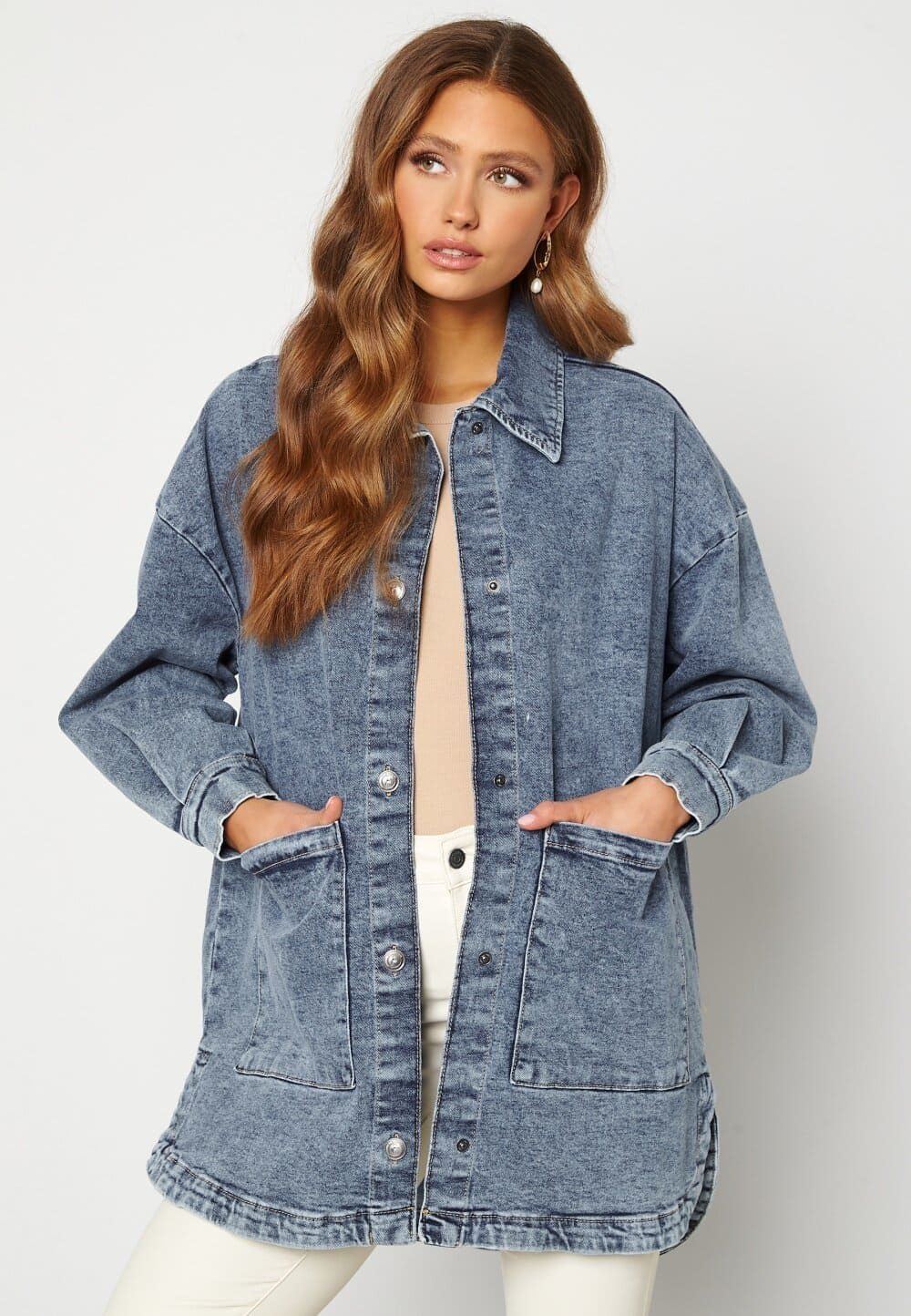 Trendig jeansjacka i oversized modell för dam 2021