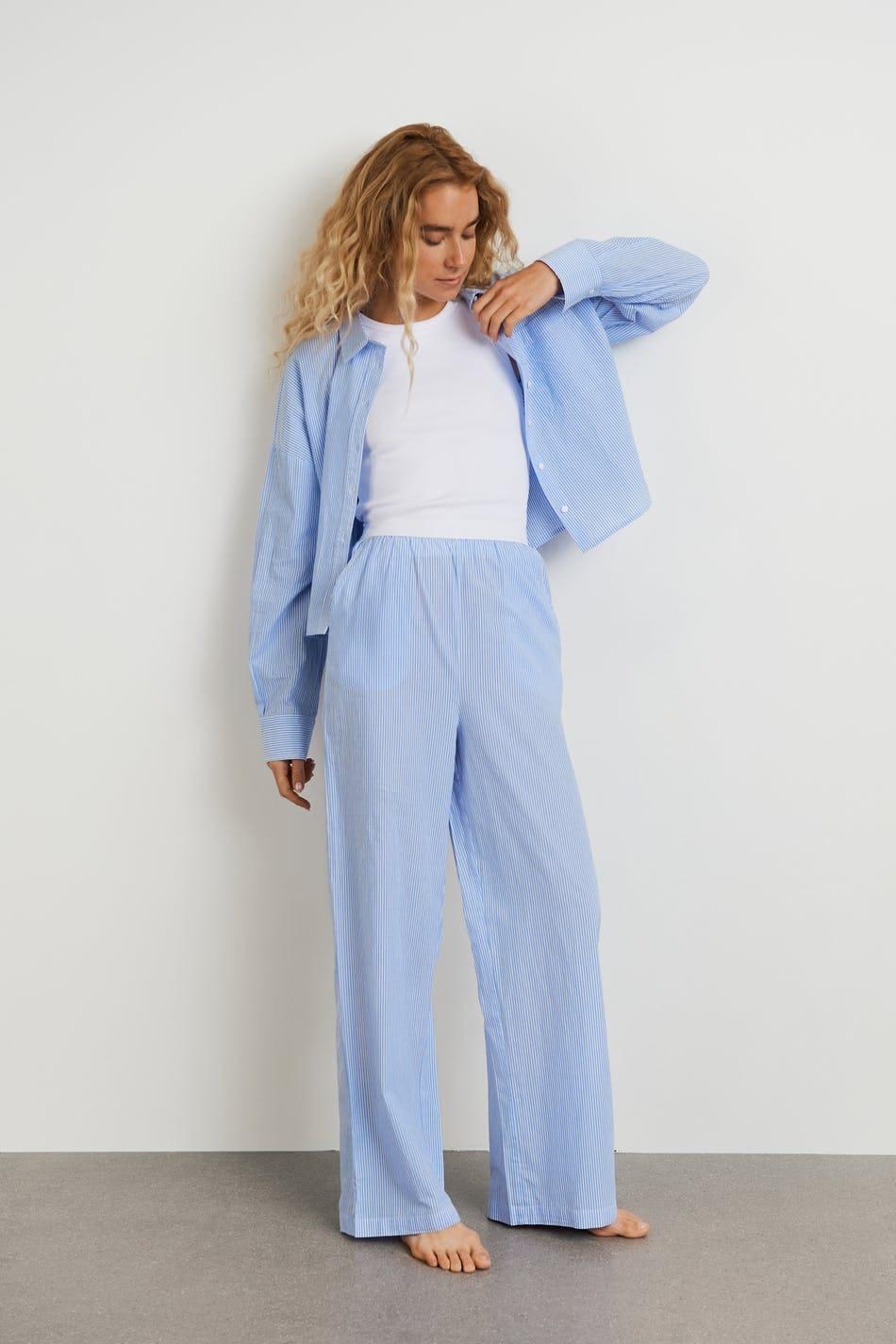 Randiga, långa pyjamasbyxor för dam i blå färg