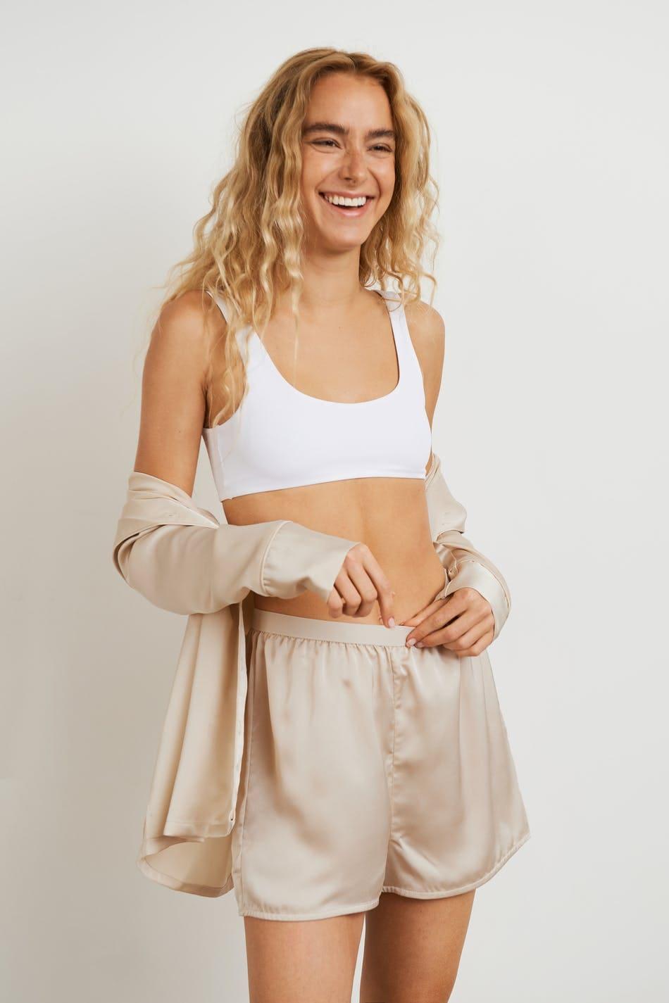 Pyjamasbyxor i kort champagnefärgad modell