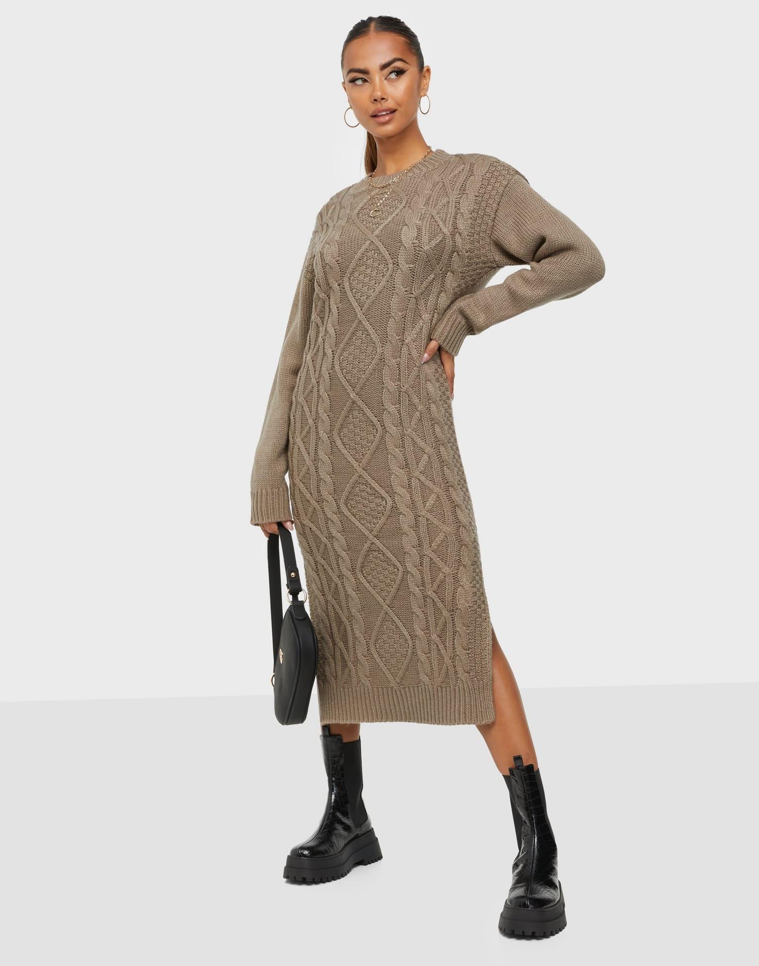 Stickad klänning från NLY Trend