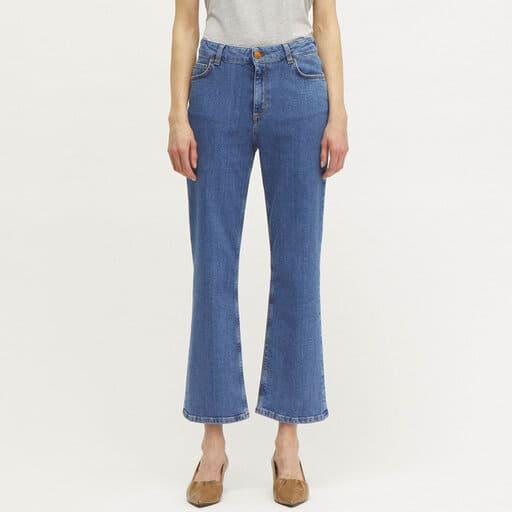 Utsvängda korta jeans i blå färg