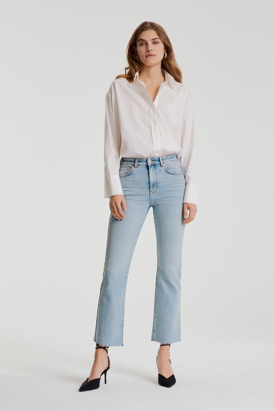 Jeans korta ben flared ljusa