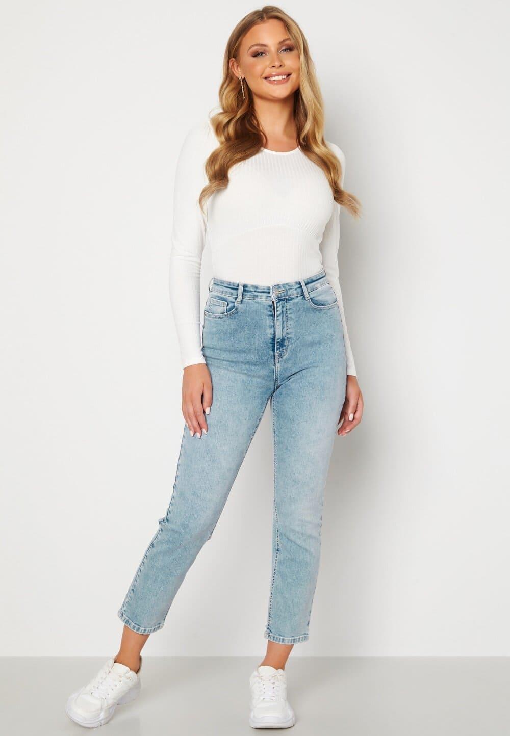 Klassiska jeans korta ben i ljusblå färg