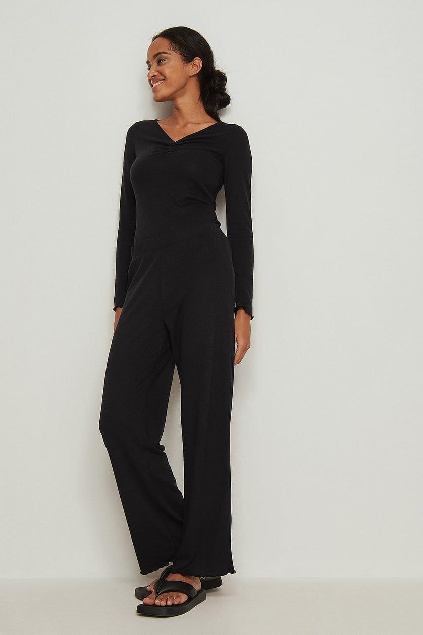 Mjuka pyjamasbyxor i svart med volang