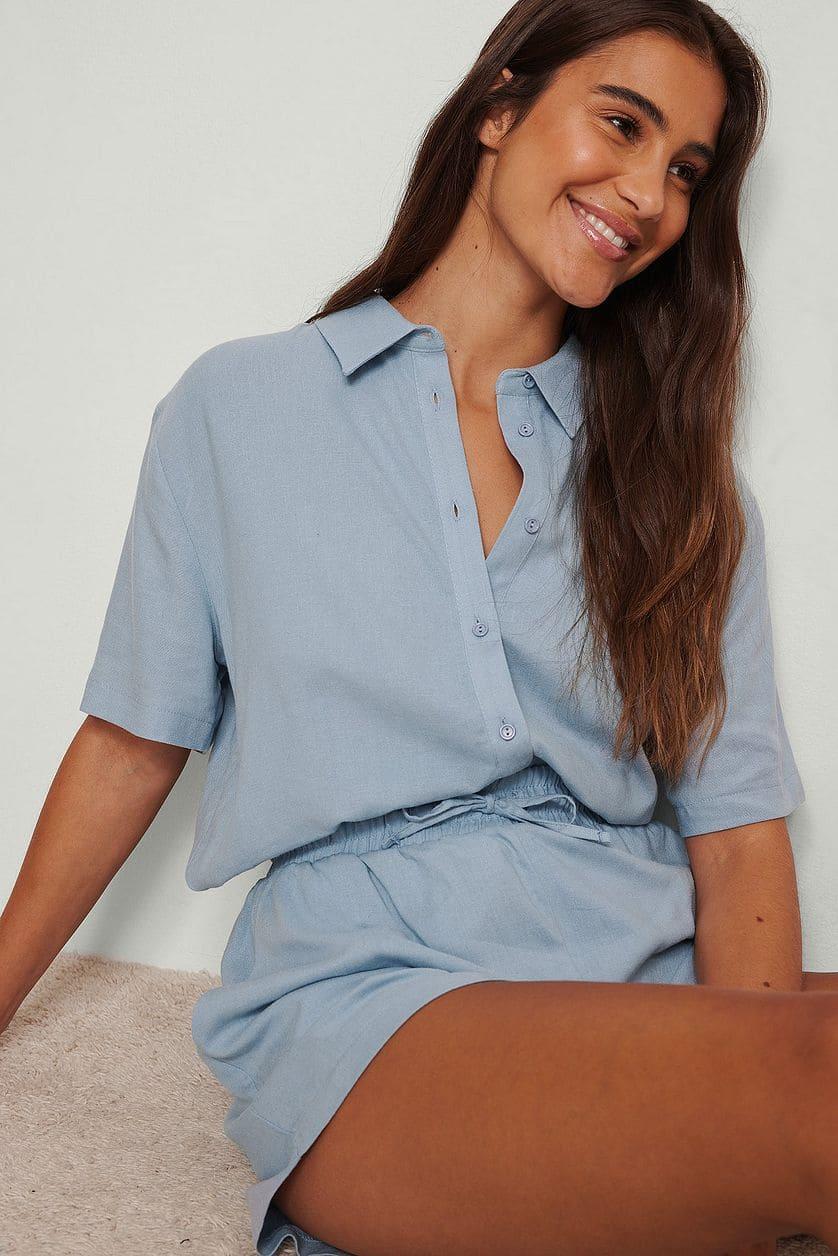 Linneskjorta i dammigt blå färg