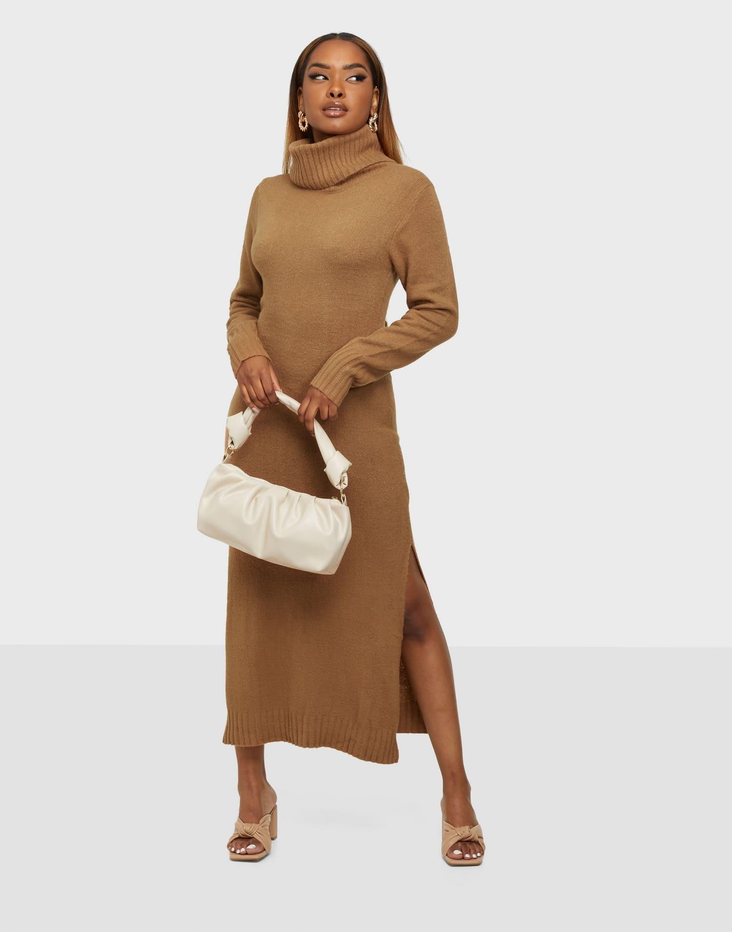 Brun klänning i stickat material