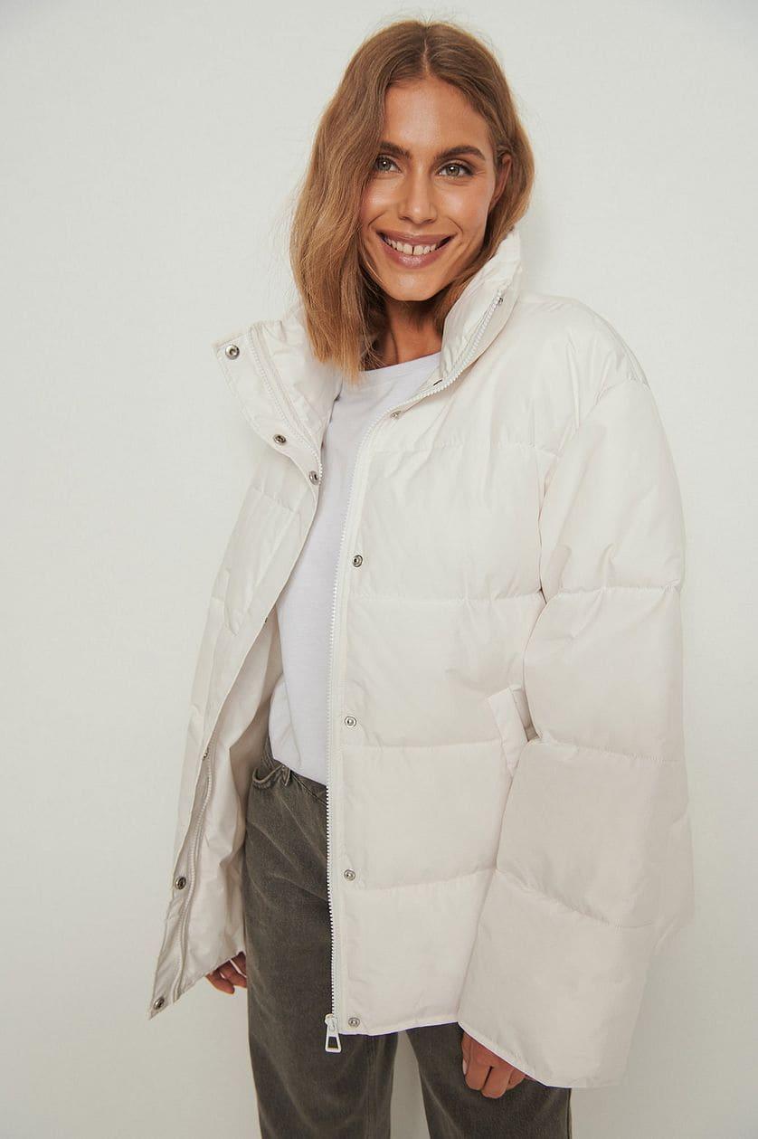 Vit puffer jacket för dam i återvunnet material