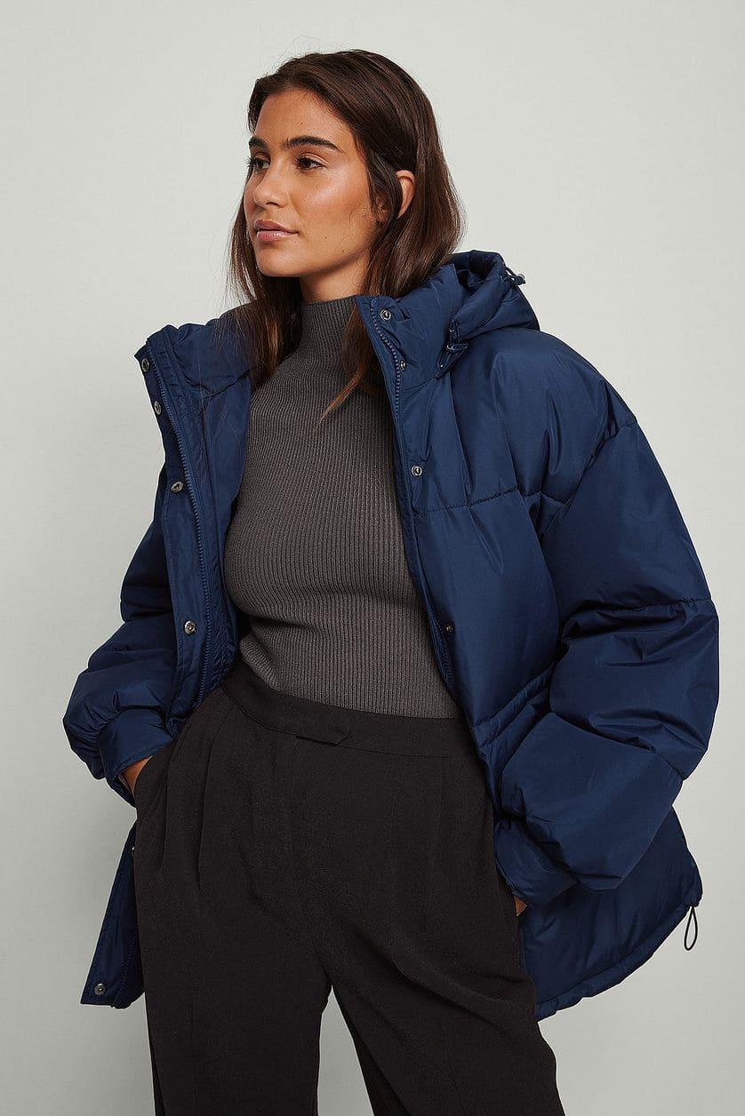 Puffer jacket med huva i blå färg